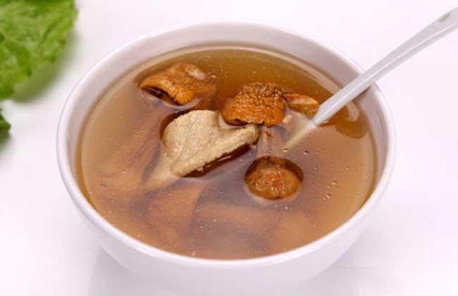 青蛙切片洗净,放入盅内,加绍酒,生葱,灵芝,姜片,味精,隔水炖熟.食盐几点钓图片