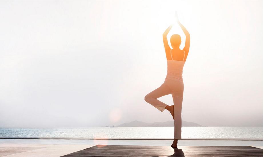 瑜伽热身运动视频_瑜伽前热身运动要怎么做_养生堂