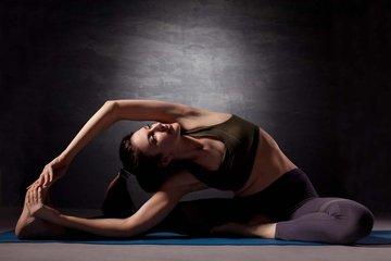 瘦小腿瑜伽招式 拉伸小腿线条
